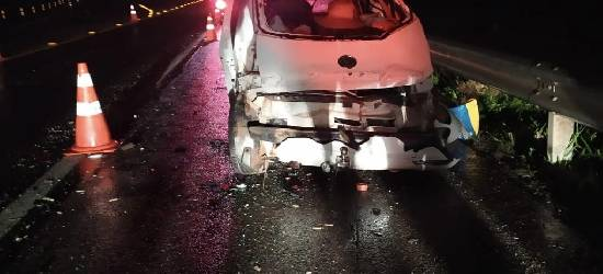 Acidente entre carro e ônibus deixa quatro mortos na BR-101 em Silva Jardim