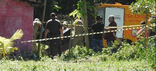 Corpos de vítimas de atentado em Silva Jardim são removidos para IML