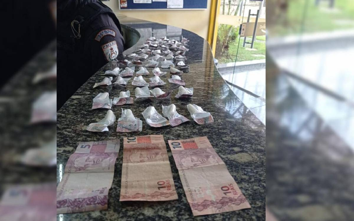 Dois jovens são presos por tráfico de drogas em Silva Jardim