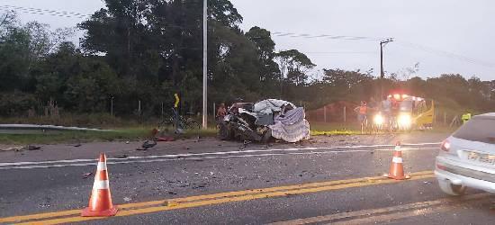 Acidente entre quatro veículos deixa dois mortos na BR-101 em Silva Jardim