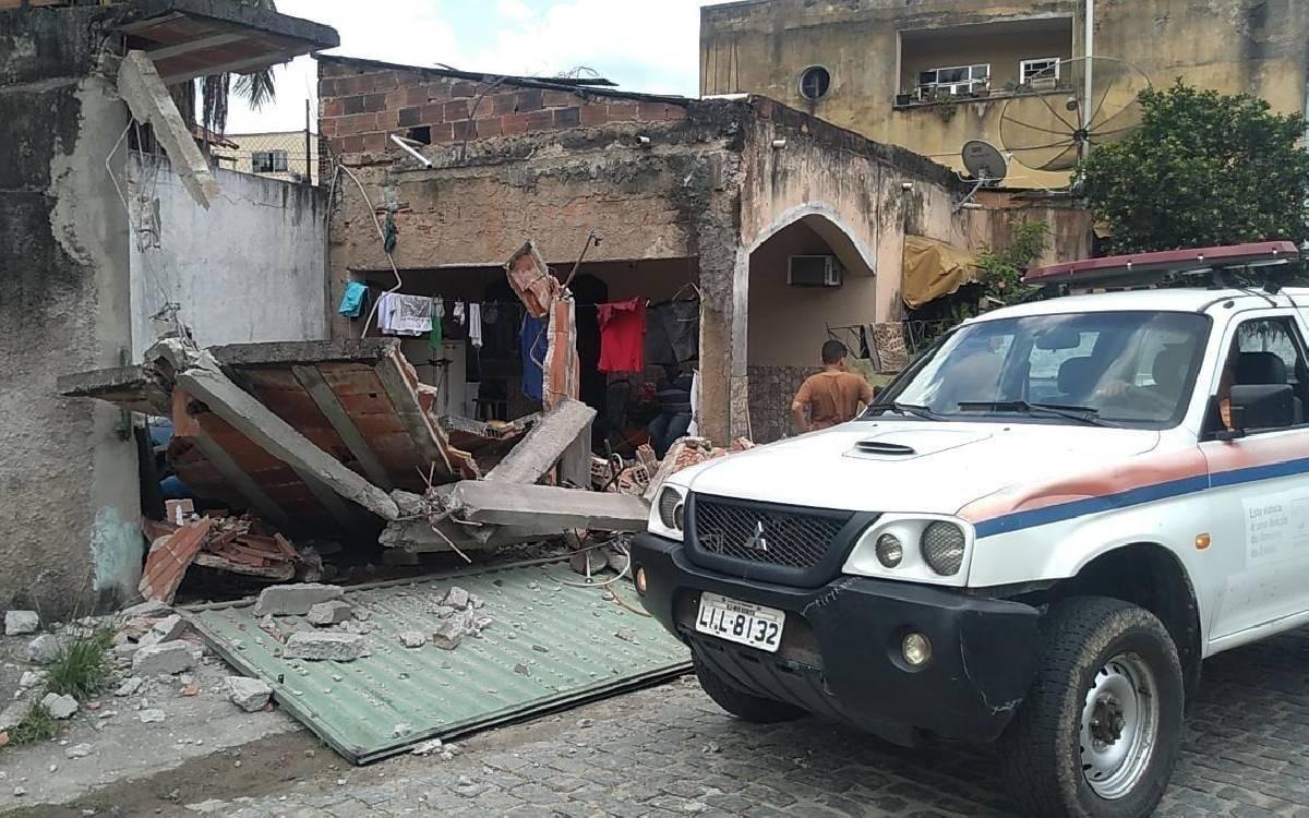 Garagem de casa cai em Rio Bonito