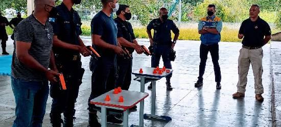 Guardas fazem treinamento para uso de armas não letais em Rio Bonito