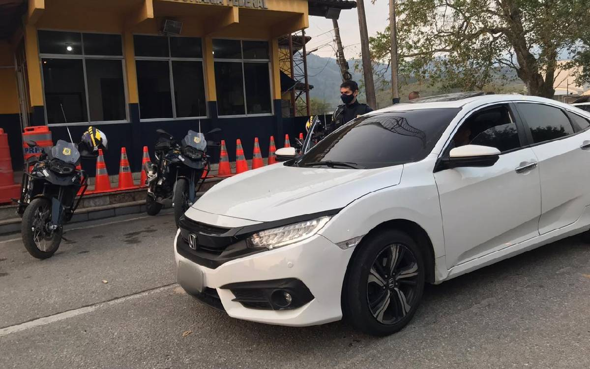 Homem é detido suspeito de dirigir carro adulterado em Rio Bonito