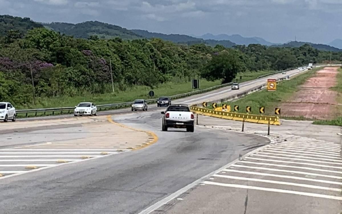 Homem morre após batida entre dois carros na BR-101, em Silva Jardim