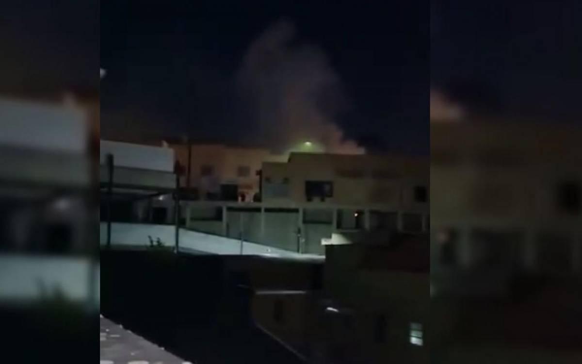 Incêndio atinge área externa de hospital de Rio Bonito