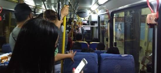 Passageiros reclamam da superlotação de ônibus em Rio Bonito