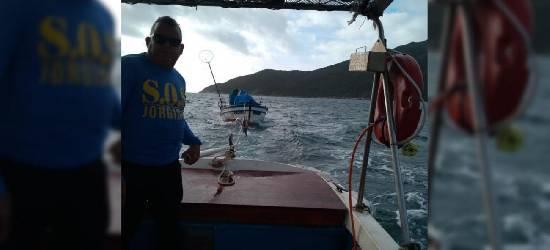Pescadores são resgatados após ficarem à deriva em Arraial do Cabo