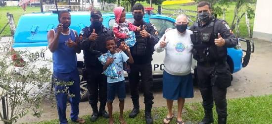 PMs distribuem brinquedos para crianças carentes de Silva Jardim