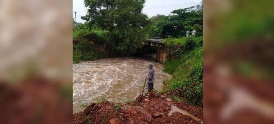 Ponte interditada deixa moradores sem transporte público em Rio Bonito