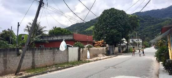 Poste ameaça cair no bairro Lucilândia, em Silva Jardim