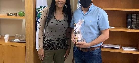 Leandro Peixe recebe Flordelis na Prefeitura de Rio Bonito