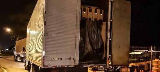 PRF apreende caminhão com 495 mil maços de cigarros na BR-101