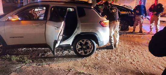 PRF recupera carro roubado após perseguição em Silva Jardim