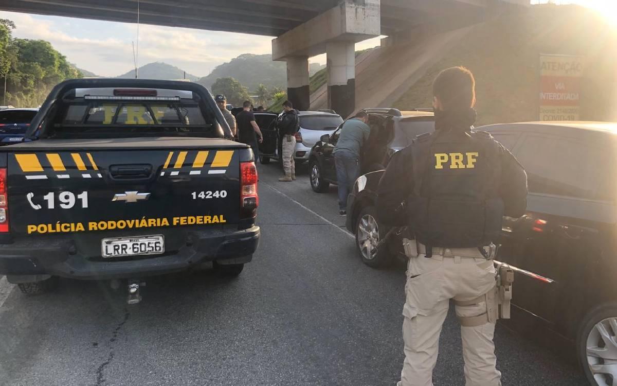 Quadrilha suspeita de receptar veículos furtados é presa na BR-101